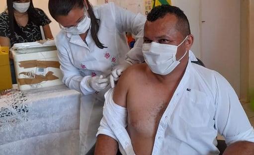 """Prefeito fura fila da vacina no Piauí e justifica: """"Para incentivar as pessoas"""""""