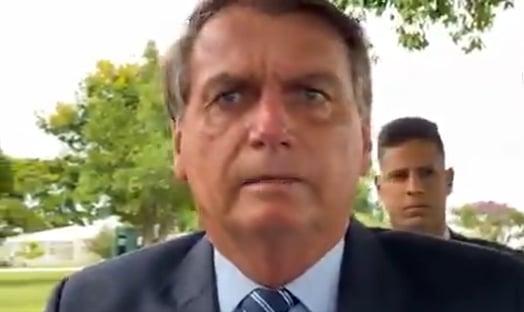 "Bolsonaro ironiza Coronavac: ""Essa de 50% é uma boa?"""