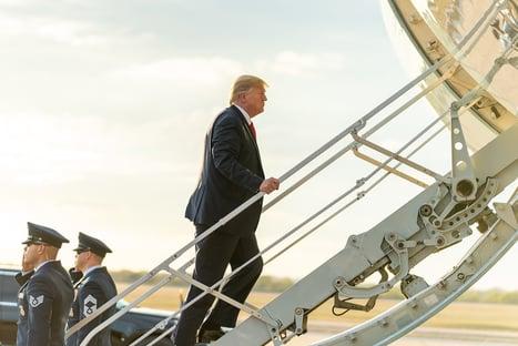 Trump é 1º presidente em mais de 150 anos a boicotar posse do sucessor