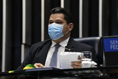 Com cota parlamentar, Alcolumbre paga imprensa do Amapá para promovê-lo