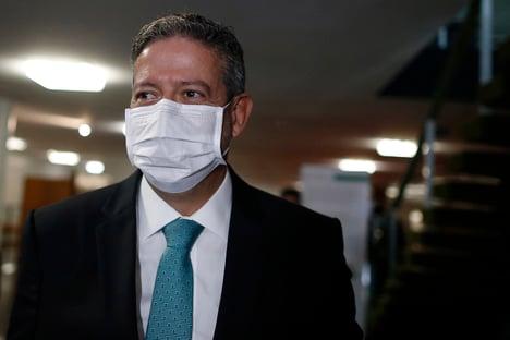 Arthur Lira defende auxílio emergencial de R$ 300