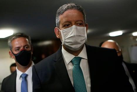 Lira puxa para o Congresso mérito do uso definitivo da vacina da Pfizer