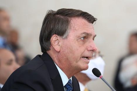 """""""O povo não aguenta mais ficar dentro de casa"""", diz Bolsonaro"""