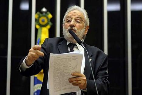 """""""Corrupção é o negócio da família"""" Bolsonaro, diz deputado do PSOL"""
