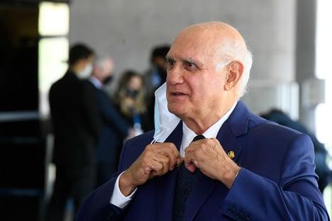 Com Covid-19, Lasier Martins é internado
