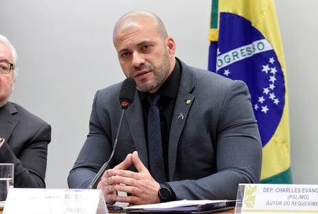 Relatora repete ao plenário falas de Daniel Silveira em vídeo