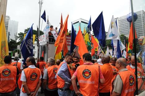 Governo Bolsonaro tenta resistir às pressões crescentes pela volta do imposto sindical
