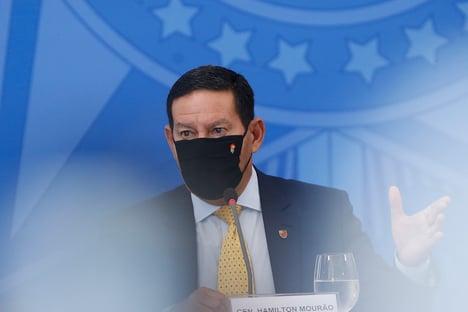Em evento com investidores, Mourão chama Argentina de eterno mendigo