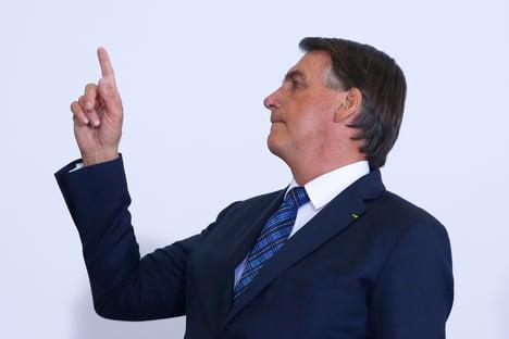 Bolsonaro promete 20 milhões de doses da vacina contra a Covid em março