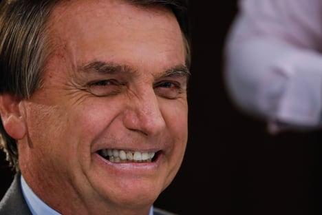 Bolsonaro risca o fósforo