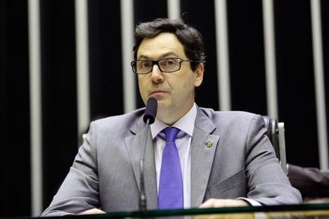 Ao negociar com Aécio, Lira quebra acordo com PSL