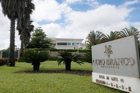 Exclusivo: Flávio Bolsonaro só pagou 1,09 milhão e fez transferências fracionadas para compra de mansão