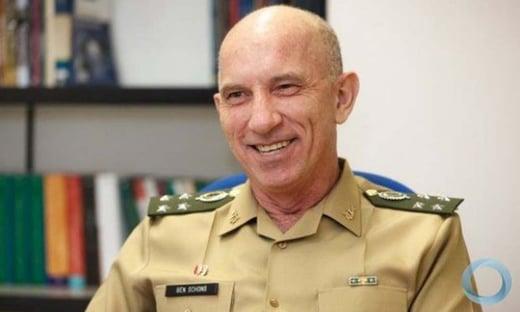 Bolsonaro almoçou com general Schons, favorito para o Exército