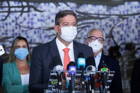 Lira defende compra de vacinas com dinheiro recuperado pela Lava Jato