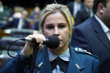 Substituta de Daniel Silveira no Conselho de Ética pede vista e adia processo