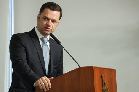 Ministro defende direito de Bolsonaro de andar sem máscara