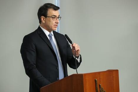 Novo chanceler conversa com ministro chinês sobre insumos de vacina