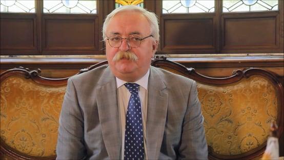 Crusoé, entrevista: o caixeiro da Sputnik