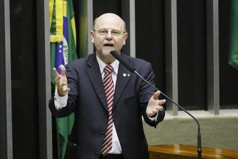 """Líder do PT, sobre João Santana com Ciro: """"Candidato não é substituído por marqueteiro"""""""