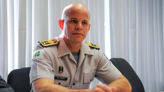 Comandante da PM em Brasília é demitido após furar fila da vacina