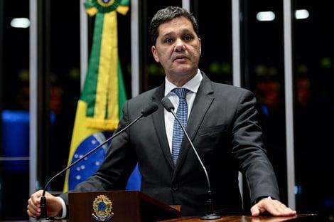 Ex-senador troca PSDB pelo DEM para concorrer ao governo do Espírito Santo