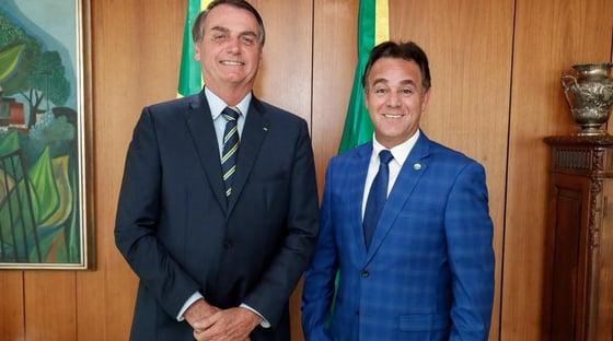 Bolsonaro não tem partido. Ele alugou (ou comprou) um