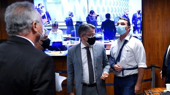 """""""Moleque é você"""", diz Renan a Flávio"""