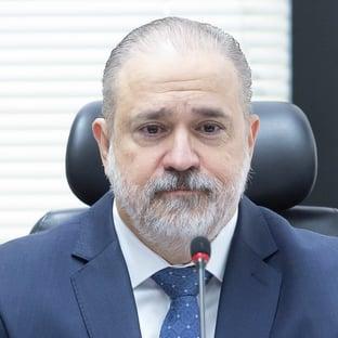 Aras tenta blindar Lindôra Araújo na CPI da Covid