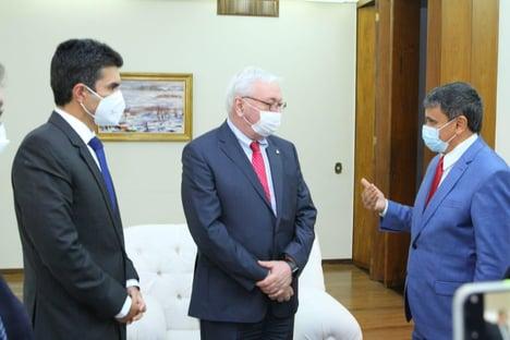 Governadores seguraram 2ª onda da pandemia, diz Wellington Dias a embaixador da Rússia