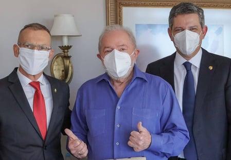 Sem holofotes, Lula mata saudades de Brasília