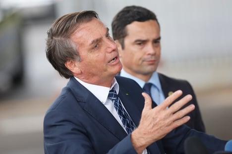 Sem provas, Bolsonaro diz que 50% das mortes por Covid tiveram outras causas
