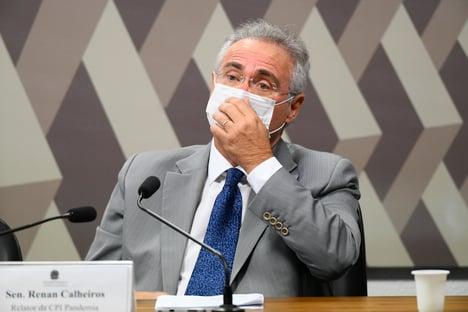 """Queiroga é cúmplice de """"jogo macabro"""" de Bolsonaro, diz Renan Calheiros"""