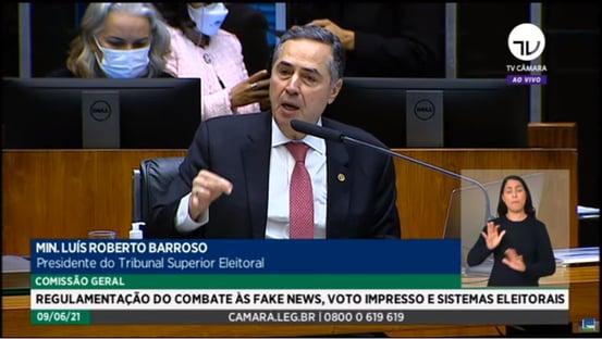 """""""Vamos recontar 150 milhões de votos manualmente?"""", diz Barroso, sobre voto impresso"""