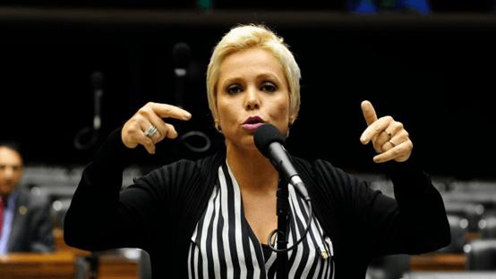 Presa, Cristiane Brasil registra candidatura para Prefeitura do Rio