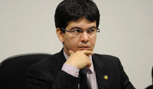 Randolfe coleta assinaturas para CPI do Apagão do Amapá