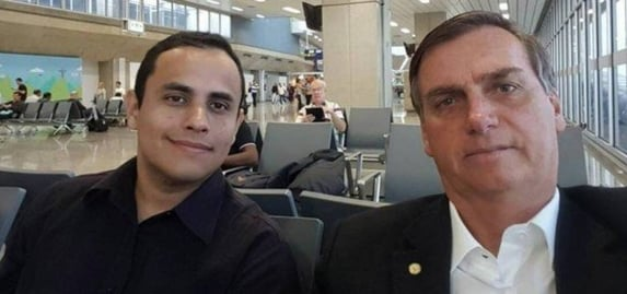 Assessores de Bolsonaro se encontraram com Carlos antes de depor à PF