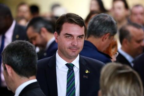 """""""Eleição já acabou"""", diz Flávio Bolsonaro a parlamentares petistas"""
