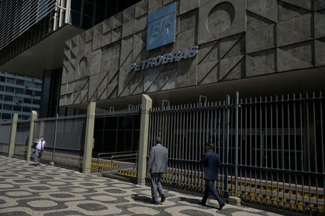 CVM absolve Dilma e condena 4 ex-dirigentes da Petrobras