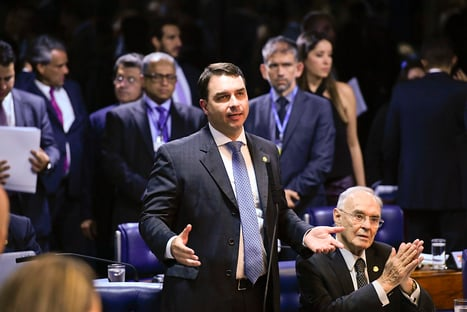 Flavio Bolsonaro ataca nomeação de Mandetta para hospital federal