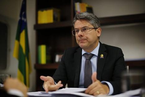 """Vídeo: """"Romper a regra do jogo arrisca a própria democracia"""", diz Vieira a Alcolumbre"""