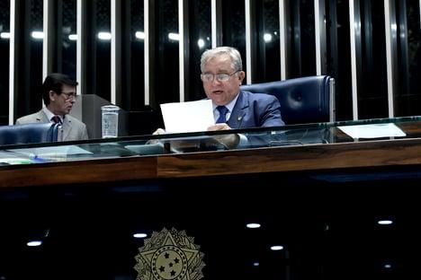 """Líder do PSDB diz que disputa """"está muito equilibrada"""" no Senado"""