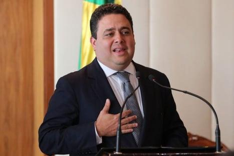 Opositores pedem afastamento imediato de Felipe Santa Cruz