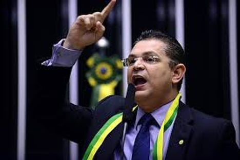 """""""Éo plano para lavar dinheiro no Brasil querendo ressuscitar"""", diz deputado evangélico, sobre cassinos"""