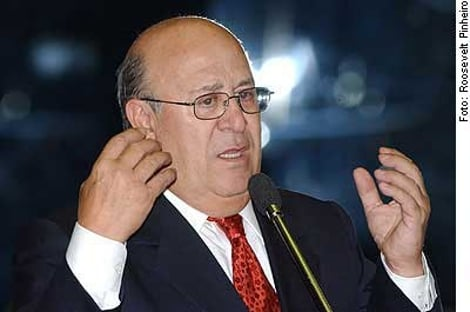 Apontado pelo MP como padrinho da corrupção, Ney Suassuna volta ao Senado