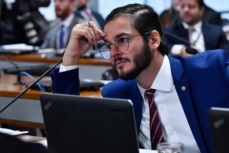 Após acusação do deputado, chefe de gabinete de Túlio Gadêlha pede exoneração
