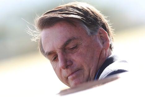 Bolsonaro diz dormir armado no Alvorada