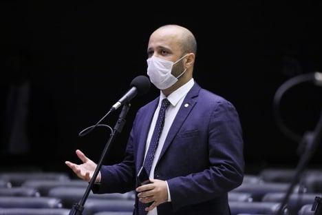 Grupo de deputados manifesta apoio a Vitor Hugo no MEC
