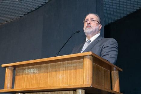Aras: impeachment de governador deve seguir rito de processo contra o presidente