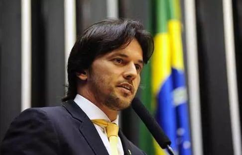 Resposta da Secom a Marcelo Adnet foi um erro, diz Fábio Faria