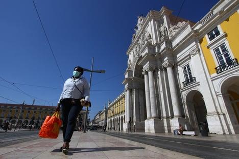 Portugal suspende viagens e fecha escolas